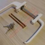 Балконный асимметр. гарнитур с ключом (бел)